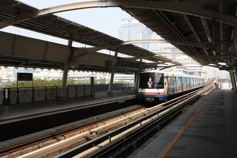 bangkok-bts-skytrain-station-rachadamri