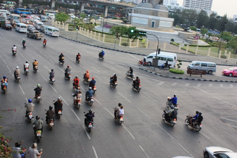 bangkok-rtaffic-motorcyles-running