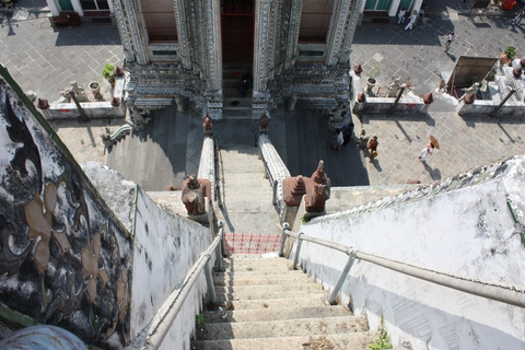 bangkok-wat-arun-steep-stairs-from-top