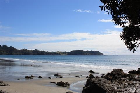 waiheke-island-onetangi-beach-rocks