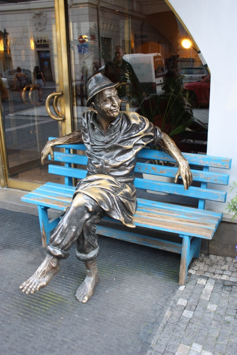 prague-old-city-sitting-statue
