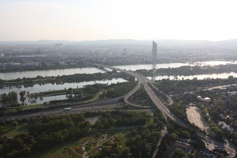 vienna-dunauturm-view