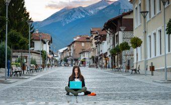 Location Independence Versus Digital Nomads – 3 Key Differences